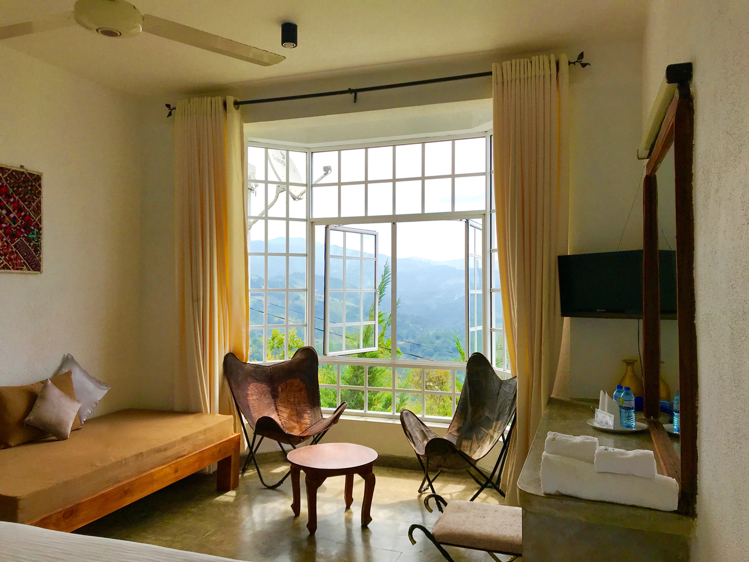 Deluxe room at cub lespri hotel kandy